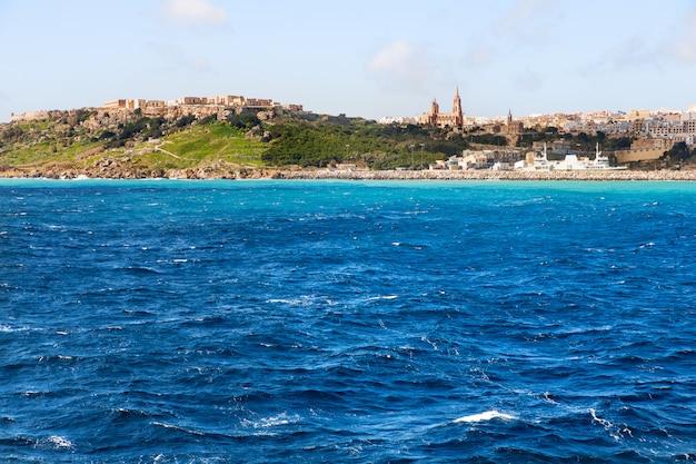 Porto de mgarr na pequena ilha de gozo, malta.