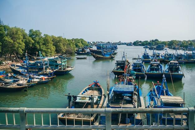 Porto de pesca asiático