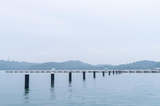 Porto de puteri na malásia johor bahru atravessando para cingapura