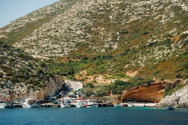 Porto vromi na ilha de zakinthos. vistas da ilha de zakinthos. melhores praias da grécia.