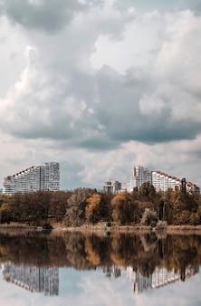 Portões da cidade em um dia nublado