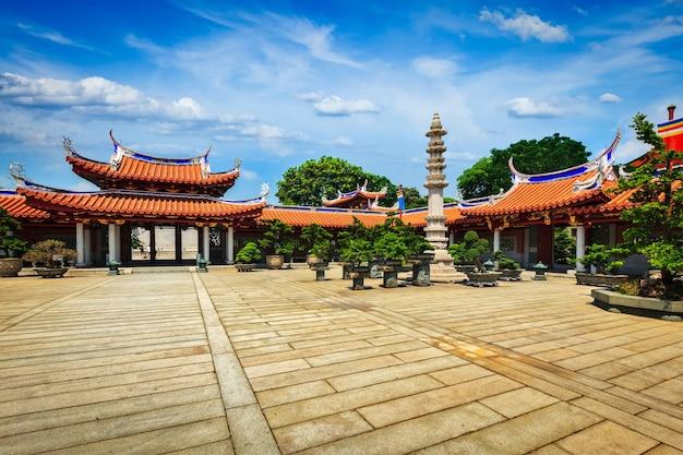 Portões do mosteiro de lian shan shuang lin, templo budista em cingapura