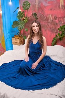 Portraita jovem morena, vestido azul