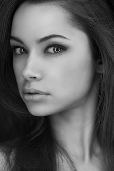 Portret da jovem mulher extraterrestre