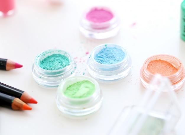 Pós cosméticos coloridos