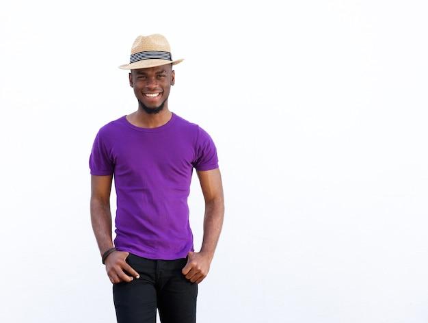 Posando de modelo atraente moda masculina
