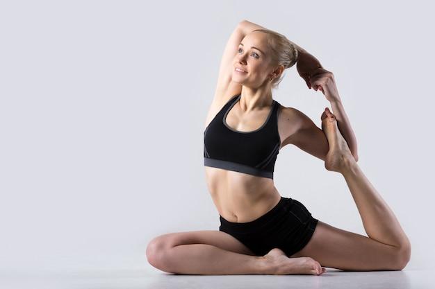 Pose da ioga da sereia