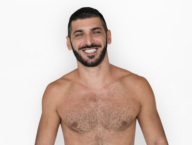Pose de sorriso caucasiano do homem em topless