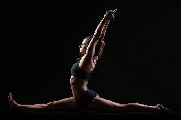 Pose de yoga de macaco