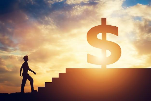 Posição homem, frente, escadas, com, sinal dólar, cima