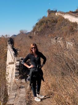 Posição mulher, em, a, mutianyu, seção, de, a, grande parede china, beijing, china