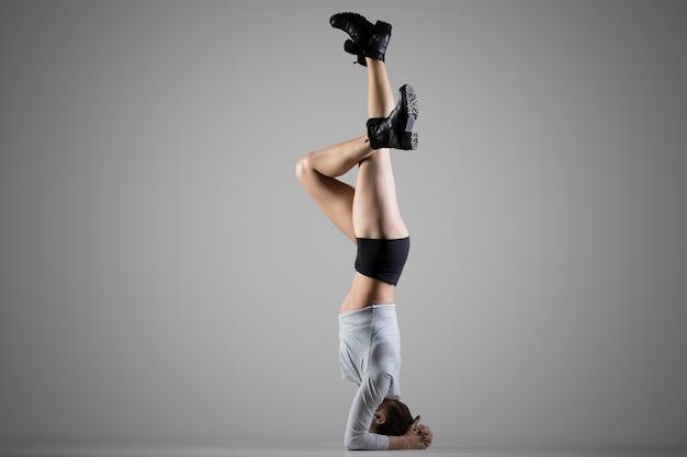Posição suportada do headstand