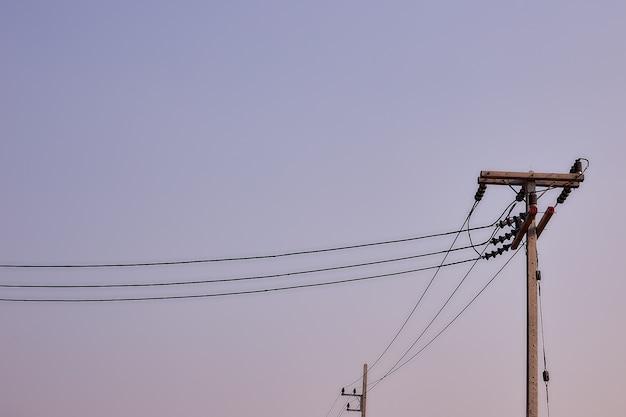 Poste de eletricidade com potência de transmissão