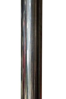 Poste de metal brilhante isolado no fundo branco. foto de alta qualidade