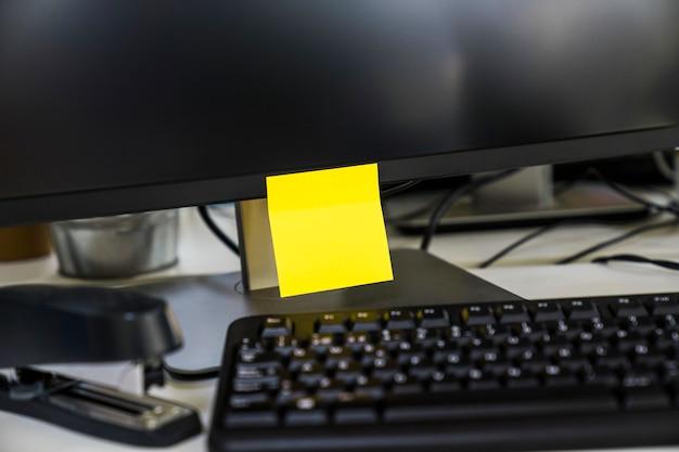 Poste nota no computador