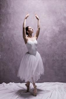 Postura de balé clássico de vista frontal
