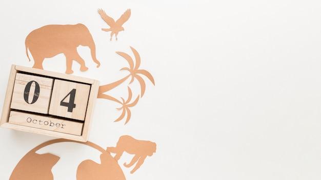 Postura plana de animais de papel com calendário para o dia do animal