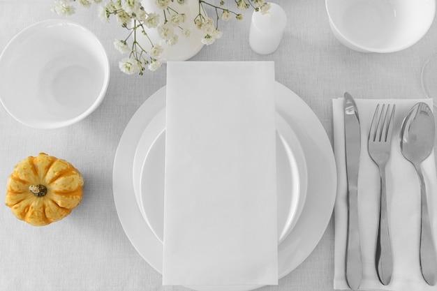 Postura plana de arranjos de refeição com espaço de cópia
