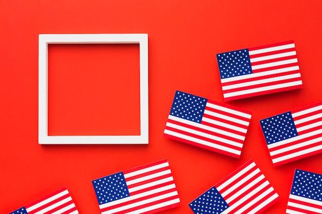 Postura plana de bandeiras americanas com moldura