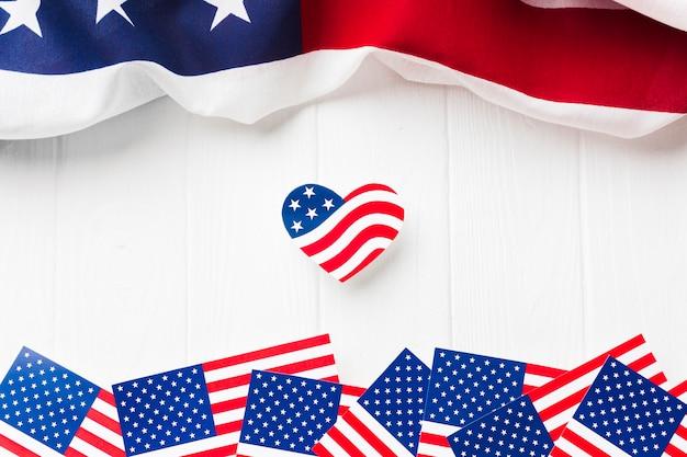 Postura plana de bandeiras americanas do dia da independência