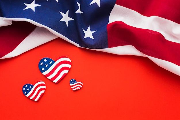 Postura plana de bandeiras americanas