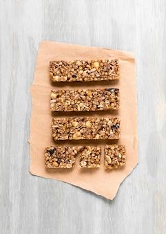 Postura plana de barras de cereal