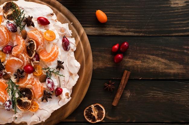 Postura plana de bolo de merengue com espaço de cópia
