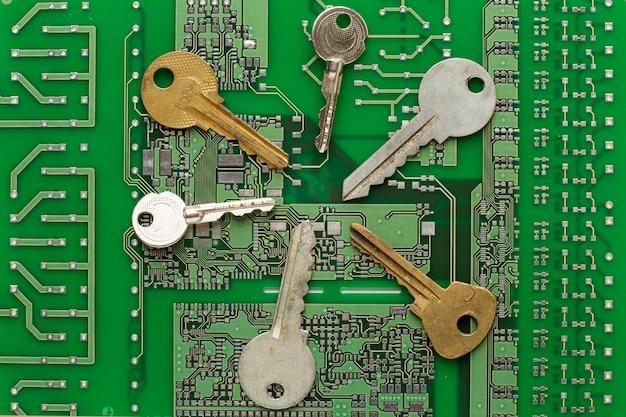 Postura plana de coleção de chaves na placa de circuito