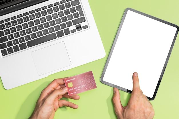 Postura plana de compras on-line com espaço de cópia