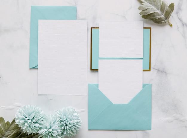 Postura plana de convite de casamento com espaço de cópia