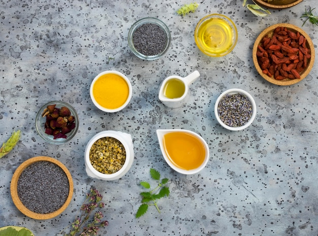 Postura plana de especiarias e ervas medicinais orgânicas