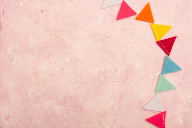 Postura plana de guirlanda multicolorida com espaço de cópia