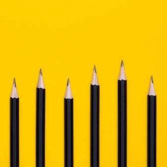Postura plana de lápis de escritório
