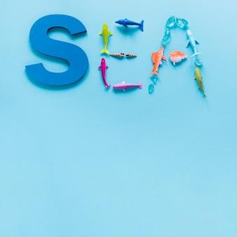 Postura plana de mar escrito com figuras de peixes