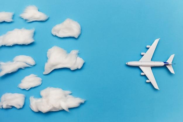 Postura plana de mau tempo e transporte e conceito de viagens