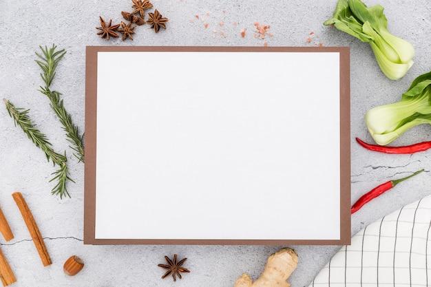 Postura plana de menu em branco com gengibre e aipo