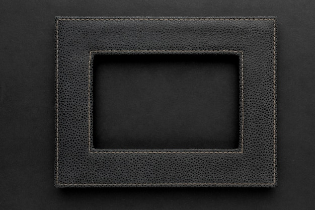 Postura plana de moldura preta com espaço de cópia