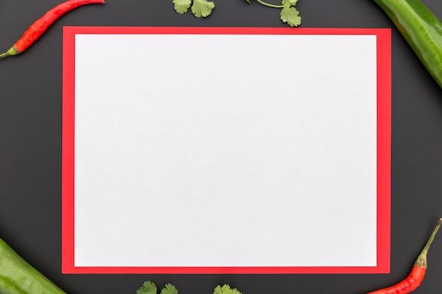 Postura plana de papel de menu em branco com legumes