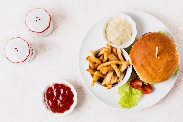Postura plana de refeição de fast-food