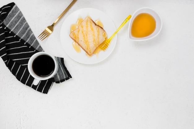 Postura plana do conceito de café da manhã com espaço de cópia