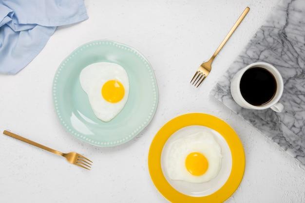 Postura plana do conceito de delicioso café da manhã