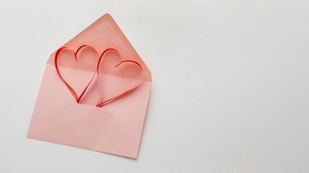 Postura plana do conceito de dia dos namorados com espaço de cópia