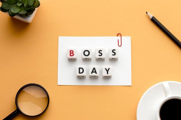 Postura plana do conceito de dia feliz chefe