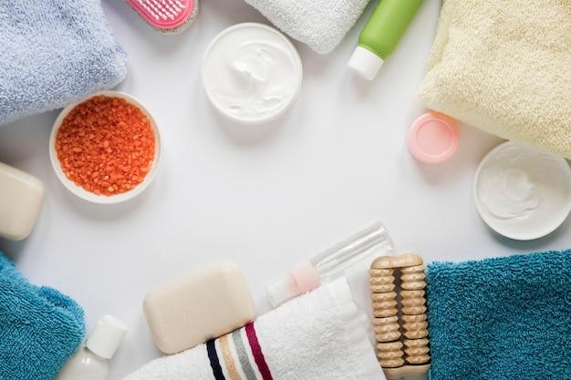 Postura plana do conceito de produtos de banho