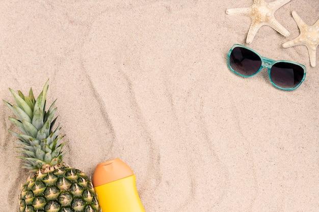 Postura plana do conceito de verão com espaço de cópia