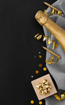 Postura plana do elegante conceito de aniversário