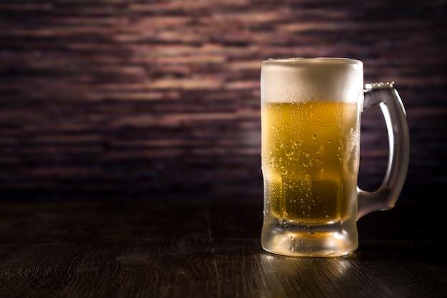 Pote de cerveja cheia