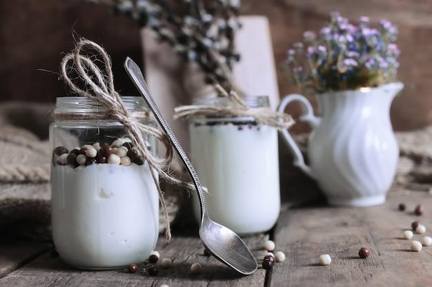 Pote de iogurte caseiro rústico