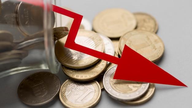 Pote de moedas conceito de crise de economia