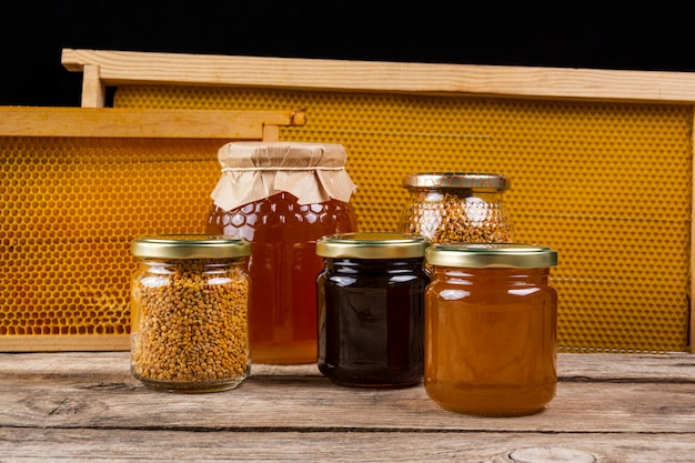 Potes de mel com favo de mel